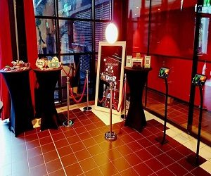 PHOTO BOOTH & MAGIC MIRROR